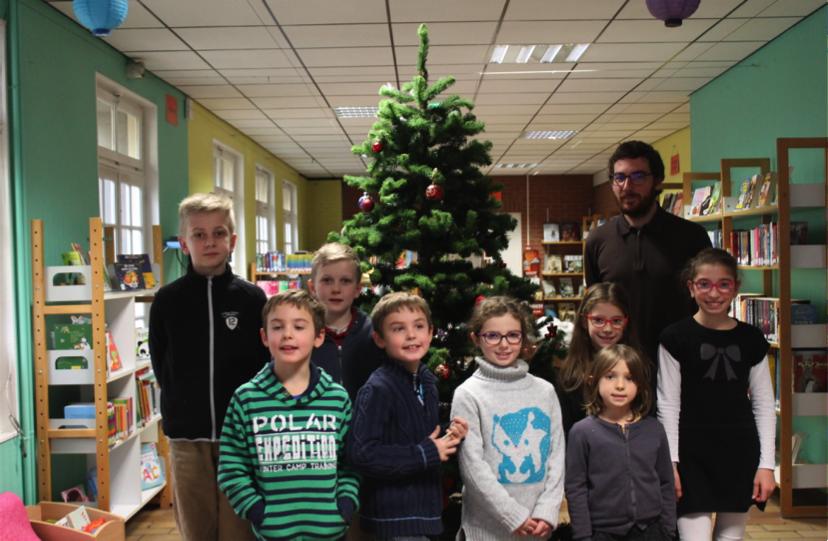 Huit nouveaux apprentis journalistes à la bibliothèque de Laventie.